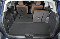 ラゲッジスペース。3列目シートの背もたれを倒すことで容量が拡大できる。