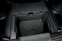 特別装備のマルチパーパスサブトランク。