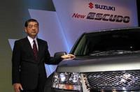 スズキの津田紘社長。発表会の席上、エスクードは初代、2代目あわせて190万台が販売されたこと、3代目の新型は「スイフト」に次ぐ世界戦略車であることなどを語った。