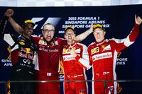 8回目のシンガポールGPを制したフェラーリのセバスチャン・ベッテル(右から2番目)。2位はレッドブルのダニエル・リカルド(一番左)、3位はフェラーリのキミ・ライコネン(一番右)だった。(Photo=Ferrari)