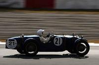 「クラス1」を制した、No.21 1928年ライレー・ブルックランズ9を駆る小林彰太郎選手。