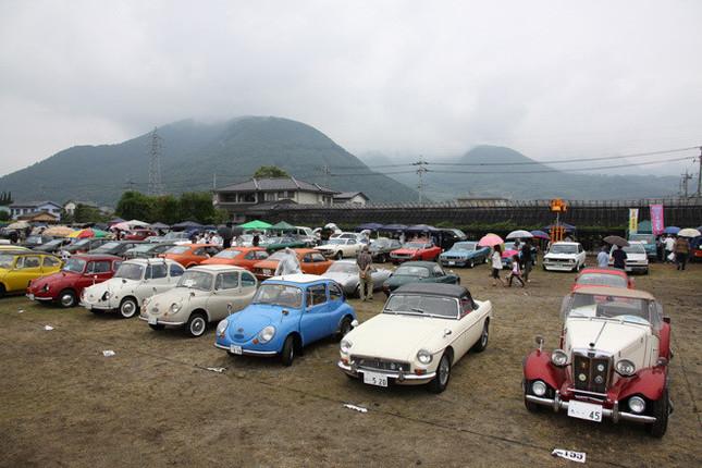 およそ170台の旧車が集まった会場風景。