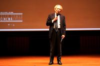 素敵なエピソードを披露したドメニコ・ジョルジ駐日イタリア大使。普段は「マセラティ・クアトロポルテ」にお乗りだというが、アルファ・ロメオへの情熱は忘れていない。