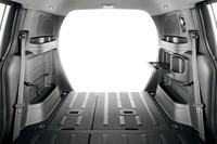 縦横1080×1160mmの開口部(写真奥側)をもつ荷室。左右の壁面には、小物を入れるスペースがギッシリと据え付けられる。
