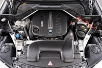 3リッター直6ディーゼルターボエンジンは258psと57.1kgmを発生する。JC08モード燃費は13.8kmリッター。