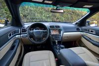 「XLTエコブースト」のインテリア。新開発のドアシールの採用により、車内空間の静粛性が高められている。
