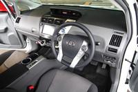 運転席まわりの様子。インテリアのパーツは、ボタン類など細かなものを除き「プリウス」からの流用はなし。ほぼ全てが新たに製作されたという。