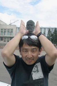 レーニン像の前にて