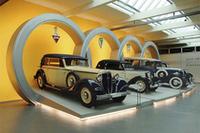 アウディ本社のミュージアムに展示された、「アウディ」「DKW」「ホルヒ」「ヴァンダラー」の各モデル。アウトウニオン設立当時(1932年)のクルマたちだ。