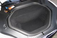 「P85D」のフロントのトランクルーム。モーターを積む関係で、2WDモデルよりも容量が小さくなっている。