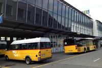 そのホテルは、スイス独特のバス「ポストアウト」の整備工場の上にある。スイス・ルツェルン郊外シュタンスにて。