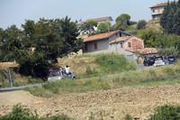 丘陵地帯へとコースは続く。「スマート・フォーフォー」にハコ乗りしているのはルーマニアからパートナーのダンと参加したアンナマリア。