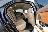 2013年モデルのオーディオは、イギリスのオーディオメーカー メリディアンのシステムが採用される(2リッターモデルではオプション)。