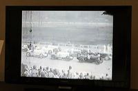 会場の一角に据えられたモニターには、当時の貴重な映像が流されている。