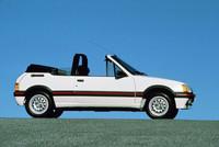 カブリオレの「205CTI」(1986年モデル)。