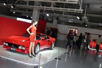 「スーパーカー・クロニクル」と銘打ったブースでは、「288GTO」「F40」「F50」「エンツォ」と、歴代のスペチアーレを展示。