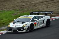 GT300クラスを制した、織戸 学/青木孝行組のNo.88 マネパ ランボルギーニGT3。JLOCとランボルギーニの勝利は、2006年以来のこと。