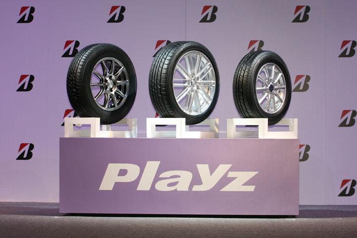 今回発表された「プレイズPX」シリーズには、セダン・クーペ専用の「プレイズPX」(左)、ミニバン専用の「プレイズPX-RV」(中央)、軽・コンパクト専用の「プレイズPX-C」(右)の3種類がラインナップされる。