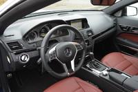 運転席まわりの様子。パッケージオプション「AMGパッケージ」付きのテスト車には、シフトパドル付きの「AMGスポーツステアリング」やステンレス製のペダルが備わる。