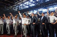 式典は西川社長をはじめ、900人以上の従業員による「がんばろう!」三唱で幕を閉じた。