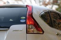 新しい4WDシステムは、電子制御化され、走破性と燃費性能が高められたという。燃費は、JC08モードで11.6km/リッター、10.15モードで12.2km/リッターを達成した。