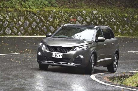 3列7人乗りシートを備えた、プジョーの新型SUV「5008」がいよいよデビュー。京都・知恩院から東京まで約500...