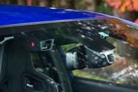 レーシーなコンプリートカーながら、先進安全装備の「アイサイト(ver.3)」を装備する。STIの開発陣によれば、サーキットなどでヘトヘトになるまで楽しんでも、帰り道の運転の心配をしなくていいように、という配慮によるものだという。