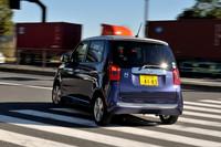 急ブレーキ時に後続車に注意を促す「エマージェンシーストップシグナル」やVSA(横滑り防止装置)、ヒルスタートアシスト機能といった安全装備は全車に備わる。
