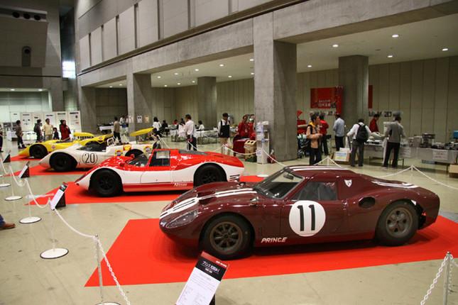 追悼スペシャル企画「桜井眞一郎の世界展」のメイン展示は、彼が手がけたプリンス/日産のレーシングマシン。手前から1966年の第3回日本グランプリ優勝車である「プリンスR380-A-I」(2リッター直6DOHC24バルブ)、その発展型で67年に国際速度記録を樹立した「日産R380-A-II 改」、68年日本グランプリ優勝車の「日産R381」(シボレー製5.5リッターV8OHV)、69年日本グランプリ優勝車の「日産R382」(6リッターV12DOHC48バルブ)。このほか、開催中止となった70年日本グランプリ用に開発された「日産R383」も飾られていた。