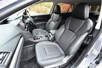 オプションの「ブラックレザーセレクション」を選択したテスト車の本革シート。標準の表皮はファブリックとトリコットのコンビになる。