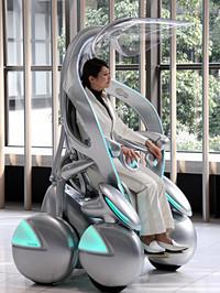 こちらは2005年に登場した4輪の「i-unit」。i-REALがより現実的なカタチに進化しているのがわかるだろう。豊田市のトヨタ会館にて。