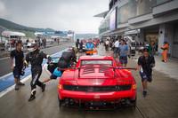 市販の「ガヤルドLP560-4」がベースの「スーパートロフェオ・レースカー」。最高出力570ps、車重1300kgの4WDマシン。
