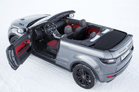 ボディーサイズは4370×1980×1609mm。車重は1936kgと、メタルルーフの「クーペ」より150kg以上重い。写真の車体色はコリス・グレー。