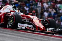フェラーリにとっては今季の不調を象徴するかのようなアメリカGPだった。予選ではメルセデス、レッドブルに次ぐ3列目の「指定席」につき、キミ・ライコネン5位、セバスチャン・ベッテル(写真)6位。レースでは、4位だったライコネンのタイヤ交換に際して、ナットが締まり切らないままチームがゴーサインを出してしまい、赤いマシンはピットレーンの途中でストップ、不本意なリタイアに。ベッテルは4位でゴールしたものの、チームからの無線を自嘲気味に笑い飛ばすなどギクシャクした雰囲気が感じられた。(Photo=Ferrari)