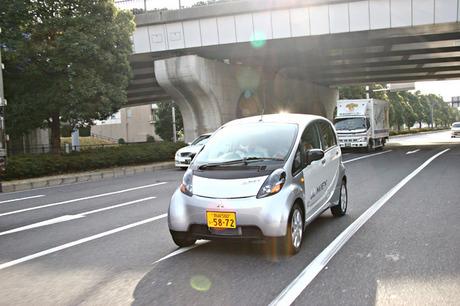 三菱 i MiEV(MR) 「i MiEV」の完成度の高さを目の当たりにし、電気自動車の時代は来ると確信した。すると...