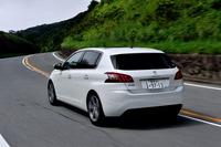 テスト車は最上級グレードの「シエロ」。車両価格は345万8000円。