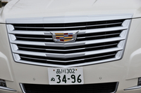 フロントグリルを飾る「キャデラッククレスト」は、「ATSクーペ」から採用されている新デザインのもの。