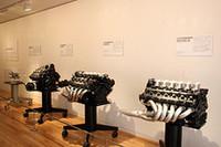 4基展示されたホンダF1エンジン。左から1965年「RA272E」(1.5リッターV12、ピストン&クランク・アッセンブリー)、1988年「RA168E」(1.5リッター・ターボ)、1989年「RA109E」(3.5リッターV10)、1992年「RA122E/B」(3.5リッターV12)。