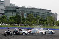駐車場の奥に位置するドライビングエリア。オープニングレセプションが行われた2016年7月8日には、プロのドライバーによるパフォーマンスが披露された。