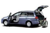 オプションの車いす収納装置(電動式)を装備した「ウイングロード・アンシャンテ」