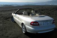 C70は、11色の外板色、6種類の内装色、2種類のウッドパネル、そして3種類のソフトトップのなかから自由にコーディネイトできる。納期は、4ヵ月ほどだという。なお、ホワイトパール・エディションは、北米と日本向けの特別仕様車だ。