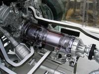 カットモデルによる中身。写真左からエンジン、ジェネレーター、モーター、リダクションギアとつながっている。