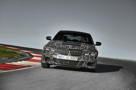 BMWのセダンをBMWのセダンたらしめてきたものといえば、ライバルとは一線を画した走りのスポーティーさだ。...