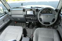 「ナナマル」のインパネまわり。ダッシュボードのデザインは変わったものの、運転席からの視界の広さは昔と変わらない。
