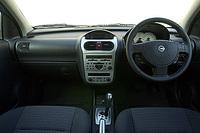 スポーツには、「MDプレイヤー付きラジオ+6スピーカー」が標準で装備される。ステアリングホイールのスイッチで、コントロール可能だ。