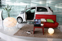 家電製品への100Wまでの電力供給を可能とする「ACパワーサプライEZ」(ディーラーオプション:1万5540円)も用意される。