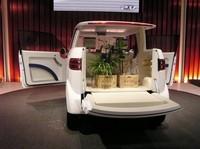 ホンダの軽商用コンセプト「P.V」。ピックアップトラックとバンの機能を融合し、シャレたデザインで包んだクルマ。