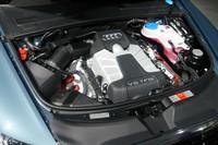 新たに追加された3リッターのスーパーチャージドユニット。0-100km/h加速に要する時間は5.9秒(欧州仕様車)と伝えられる。