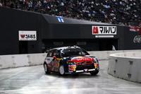 札幌ドームで行われた、スーパーSSの様子。マシンは、ローブの駆る「シトロエンC4 WRC」。