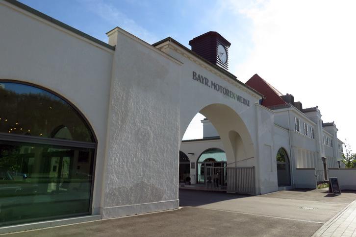 BMWの本拠地であるドイツ・ミュンヘンで、まず訪れたのがこちらの施設。クラシックカーのレストアや整備などのサービスを提供する「BMWクラシック」である。